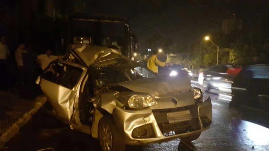 Duas pessoas ficam feridas em acidente na Marginal Botafogo