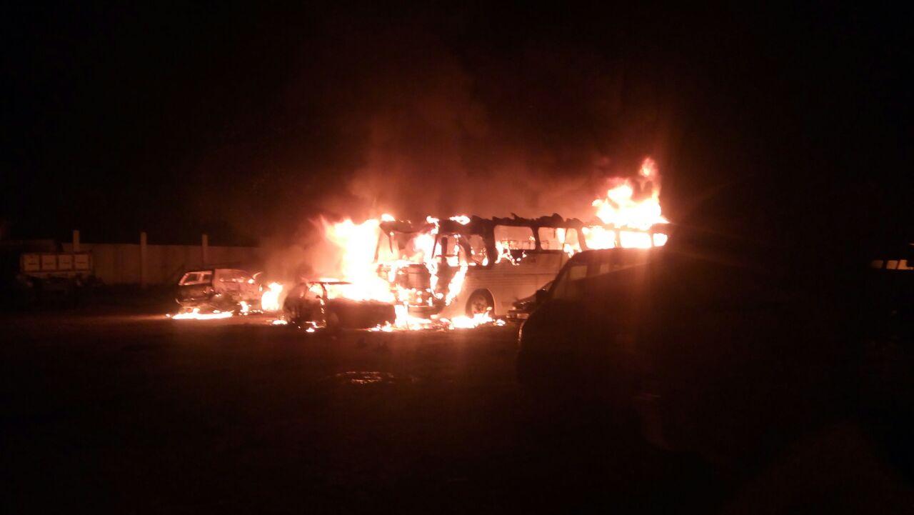 Veículos da prefeitura de Colinas do Sul são incendiados