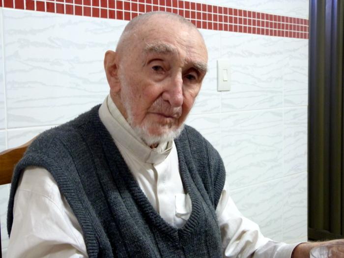 Pe. Bariani lança livro de memórias ao comemorar 100 anos