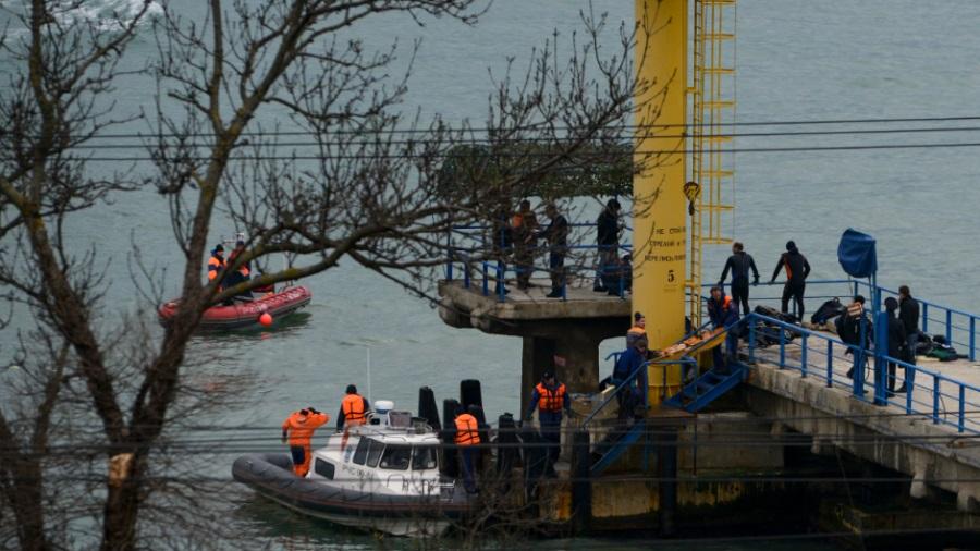 Rússia resgata mais caixas pretas e 17 corpos de avião que caiu no Mar Negro