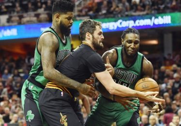 Na volta de LeBron, Cavaliers bate Celtics com 32 pontos de Irving