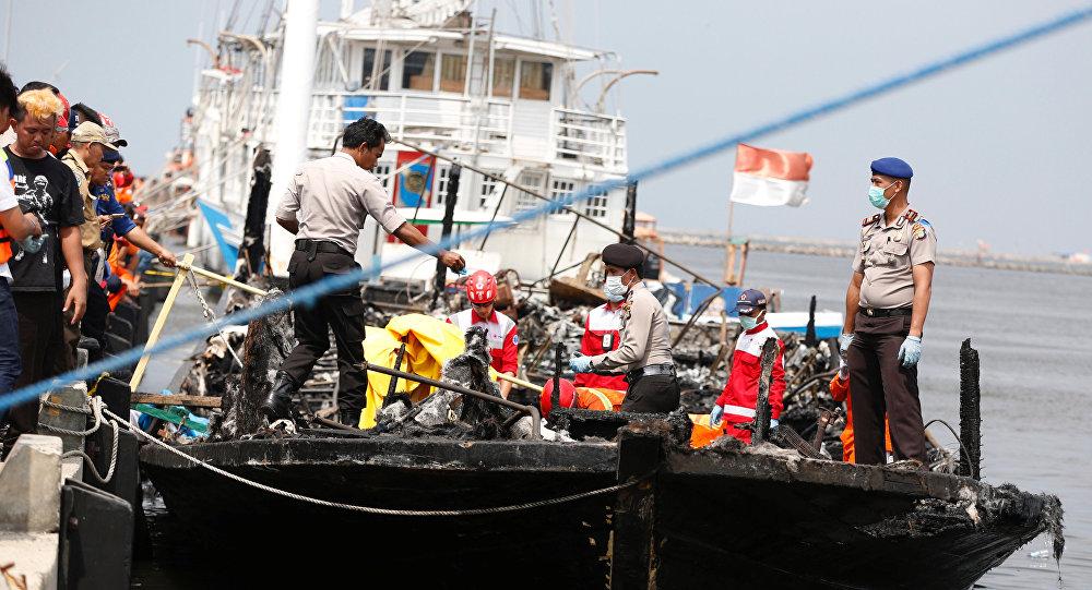 Ao menos 23 pessoas morrem em incêndio em balsa na Indonésia