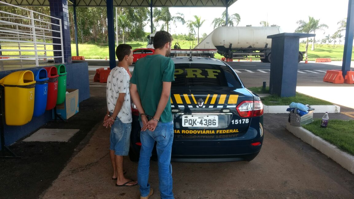 PRF liberta refém e prende dupla suspeita de roubo de carga na BR-060, em Anápolis