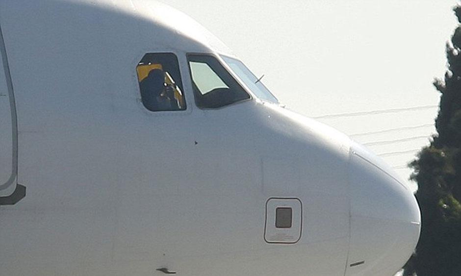 Sequestradores ameaçam explodir avião líbio desviado para Malta