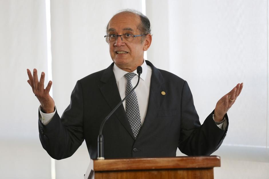 Gilmar Mendes critica novo pedido da PGR para prender Aécio Neves
