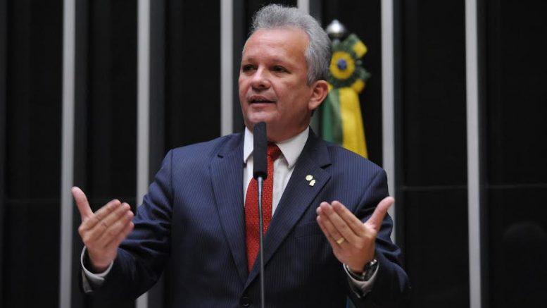 Ex-ministro de Dilma será candidato à presidência da Câmara