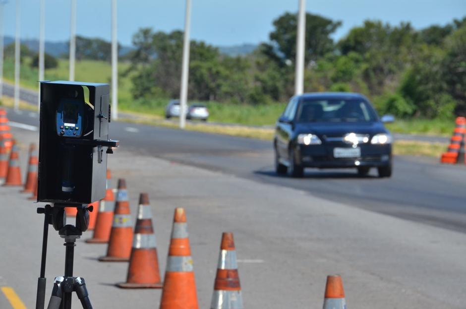 Agetop entrega radares inteligentes para fiscalização nas rodovias goianas