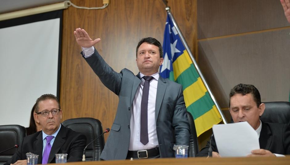 Prefeito Evandro Magal, vice e vereadores eleitos tomam posse em Caldas Novas