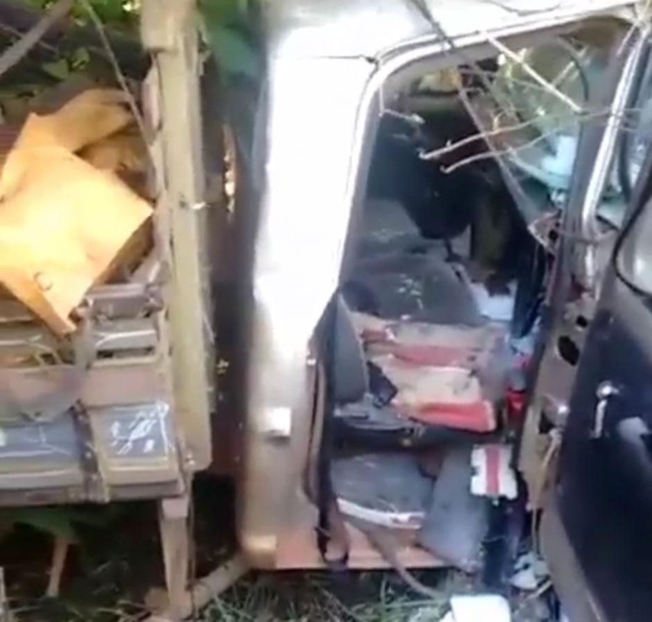 Colisão entre caminhonete e moto deixa duas pessoas mortas na BR-153, em Jaraguá