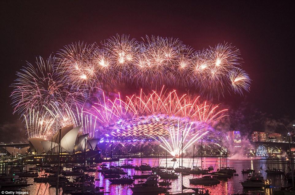 ANO NOVO: Veja como foi a queima de fogos em Sydney, Austrália
