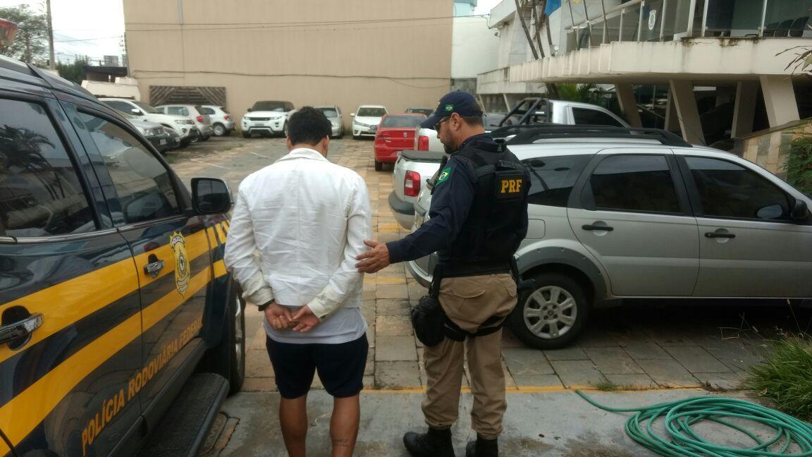 Jogador de futebol é detido com documento falso na BR-060, em Anápolis