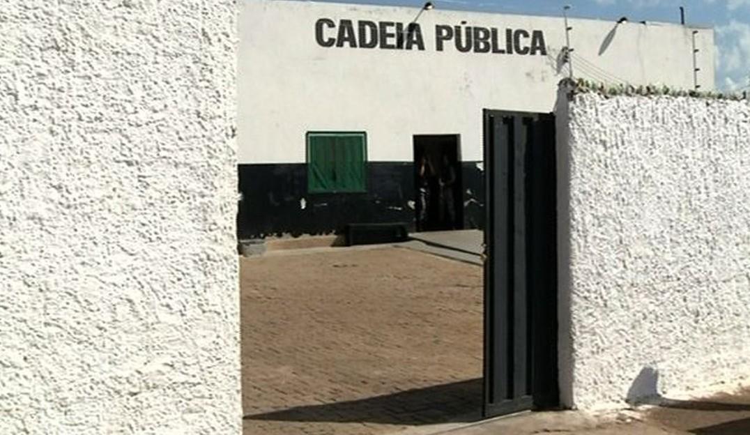 Polícia procura detentos que fugiram da cadeia pública de Cristalina na madrugada do Natal