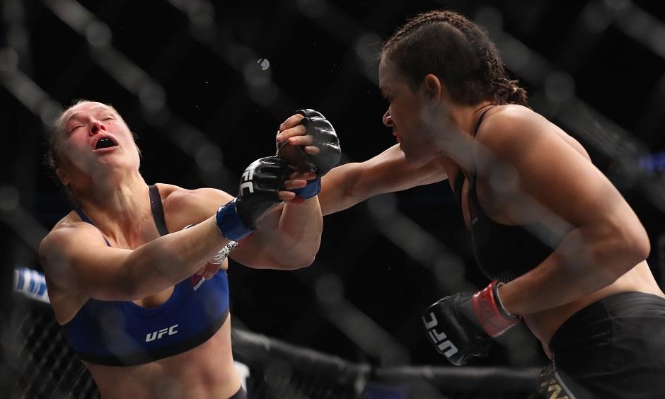 Amanda Nunes destrona Ronda Rousey em 48s e é nova rainha do UFC