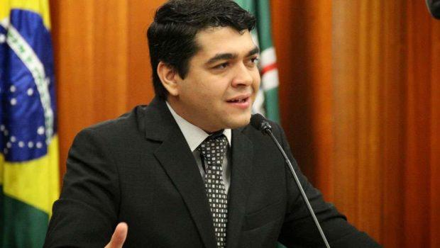 Tayrone renuncia candidatura a vice de Antônio Gomide