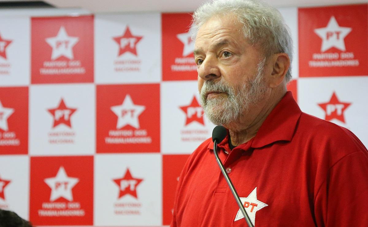 Presidente do PT confirma que partido pretende lançar Lula candidato em abril