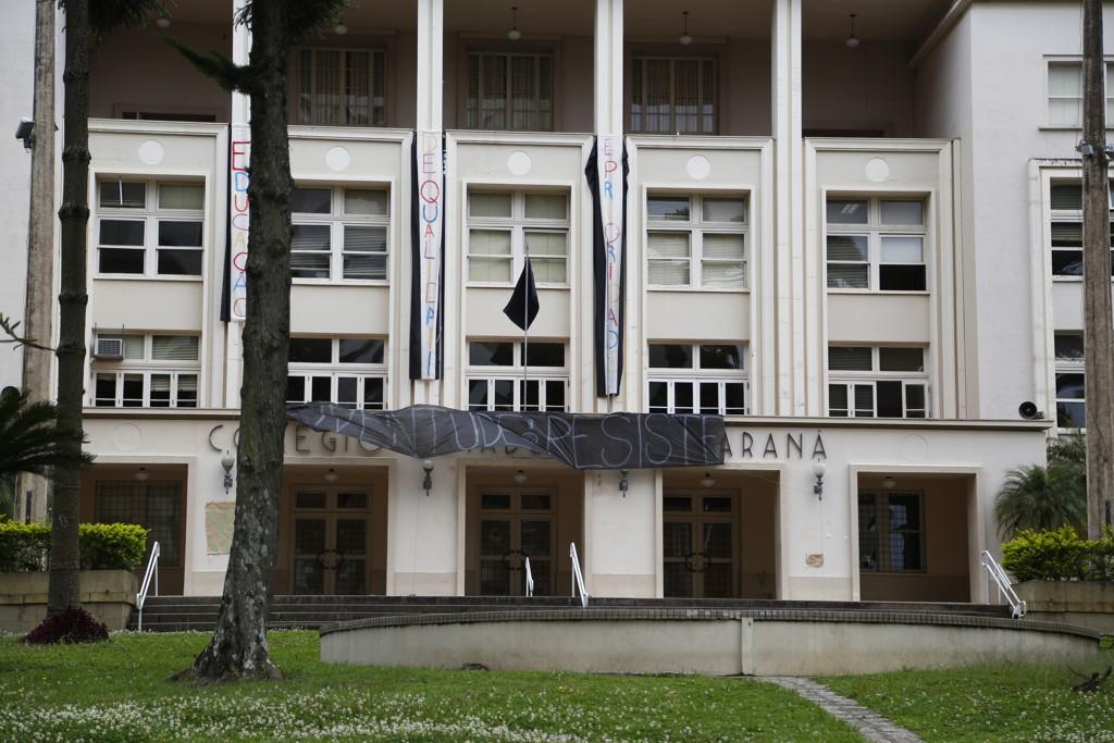 Justiça do PR determina reintegração de posse de colégios em Curitiba