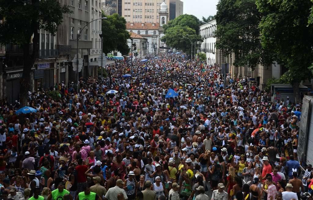 Cordão do Bola Preta desfila no centro do Rio