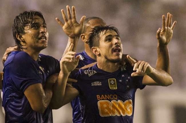 Cruzeiro empata em Santos e pega Atlético-MG na final