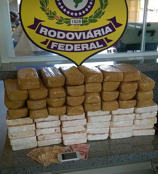 Homem é preso transportando cerca de 60 kg de pasta base de cocaína
