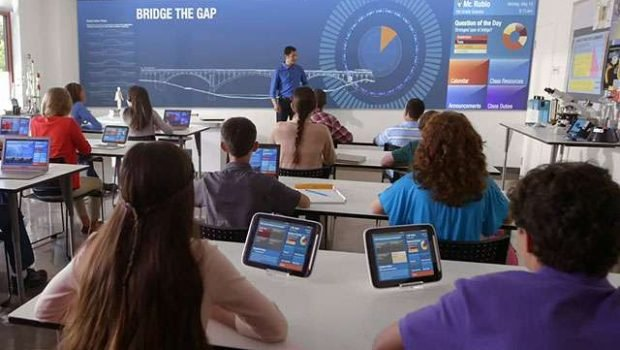 Brasileiro é otimista quanto ao uso de tecnologia na educação