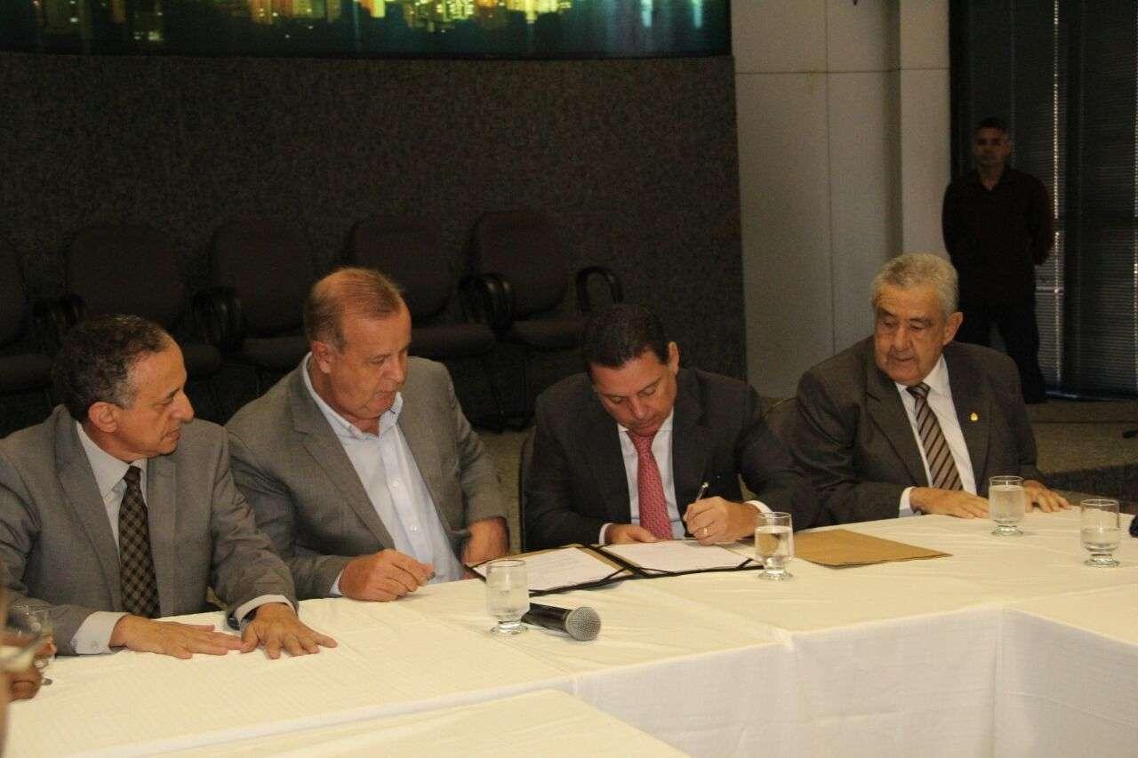 Paulo Garcia e Marconi Perillo oficializam gestão compartilhada da Saneago