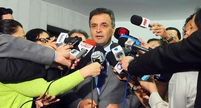 """Aécio diz que pelo """"Procon"""", Dilma teria que devolver cargo"""