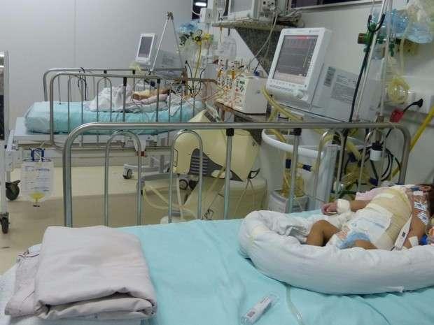 Estado de saúde de uma das gêmeas segue gravíssimo