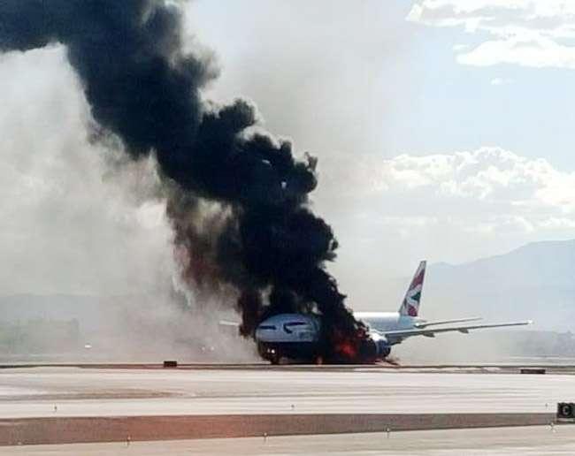 Avião pega fogo no aeroporto de Las Vegas