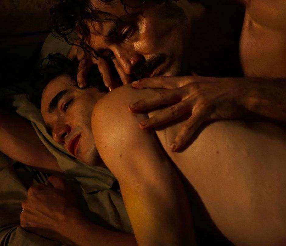 Globo leva ao ar 1ª cena de sexo gay da TV aberta, sem sexo