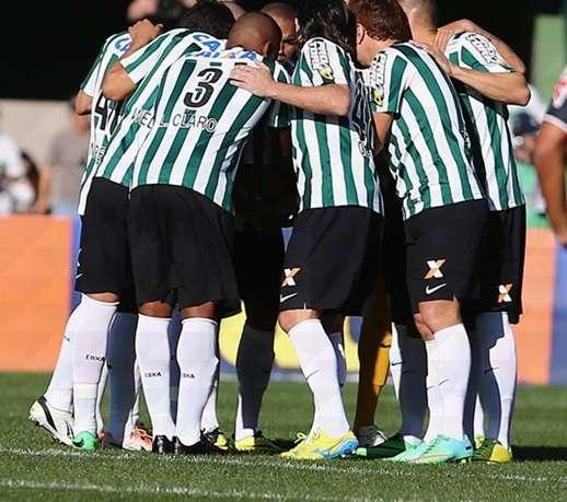 Corinthians e Coritiba ficam no zero em jogo ruim