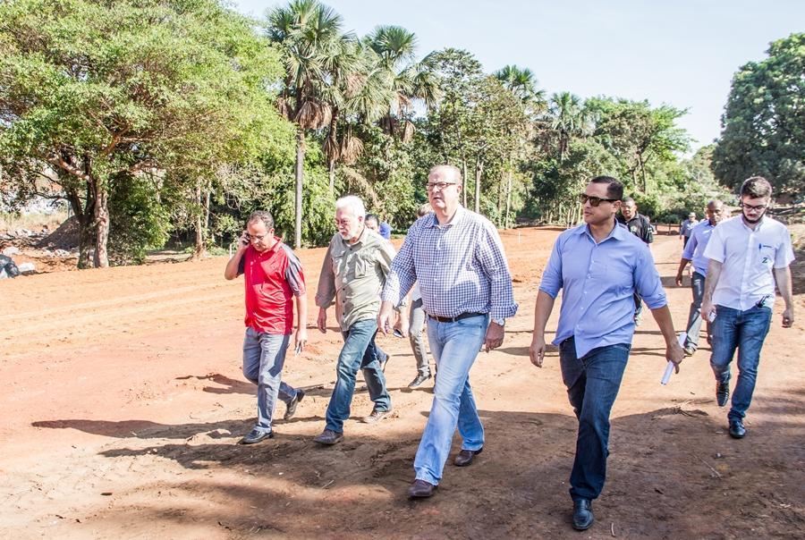 Paulo Garcia compromete-se a entregar 40% das obras do Parque Macambira Anicuns até o final do ano