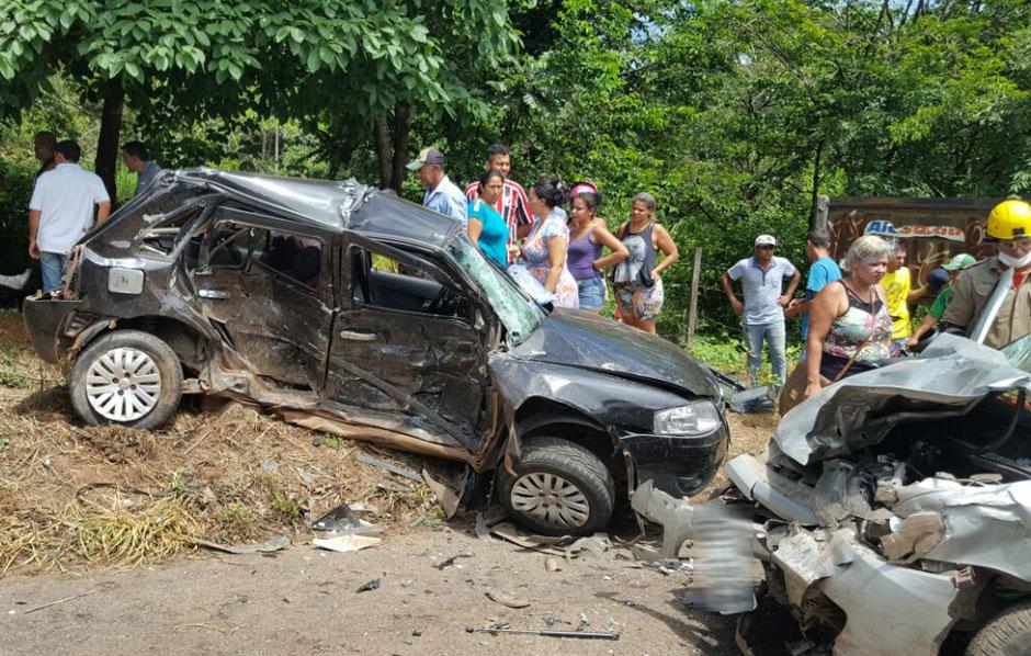 Quatro pessoas morrem e um homem fica ferido em acidente na GO-020