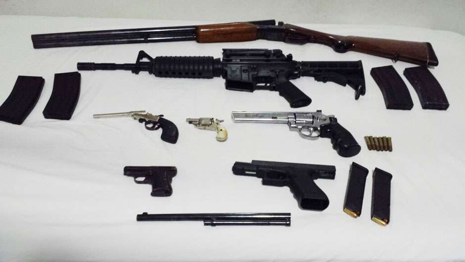 Jovem é preso com arsenal em bairro nobre da Capital