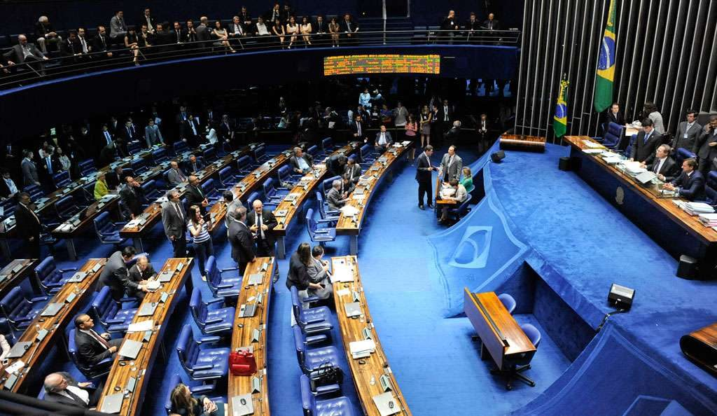 Pauta do Senado tem 'PECs-bomba' para a União