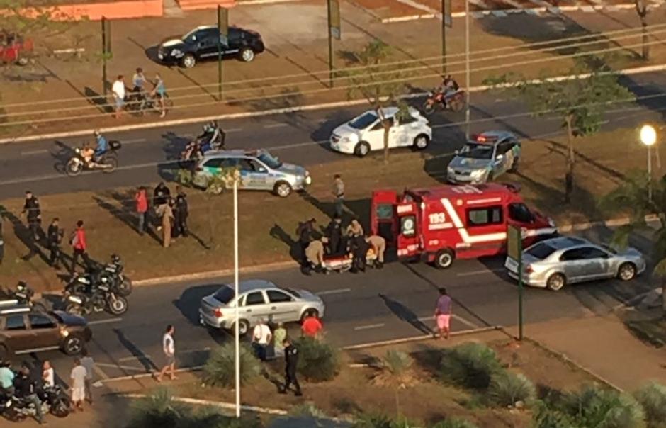 Policial fica ferido após viatura capotar no Goiânia 2