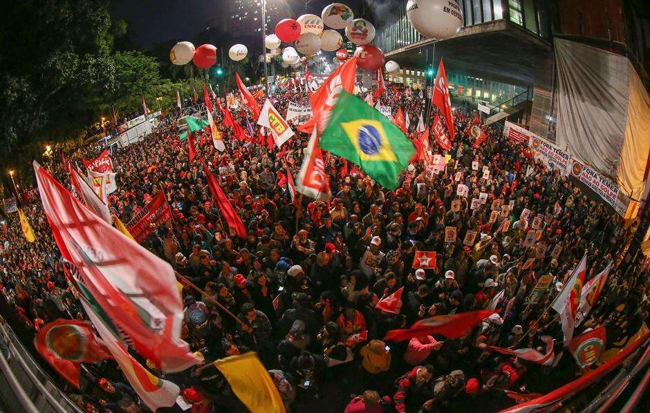 Manifestantes em São Paulo e em Brasília pedem saída de Michel Temer