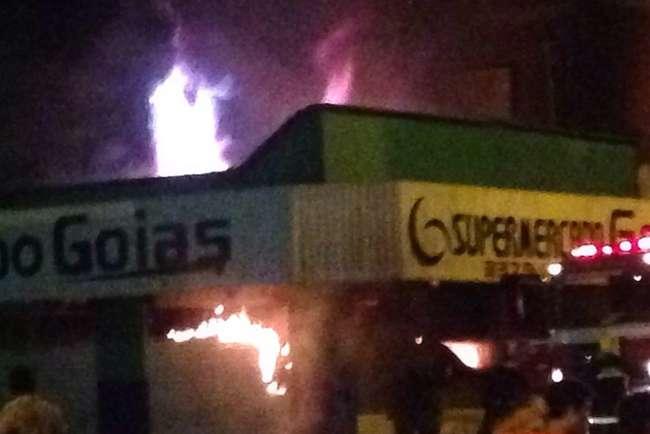 Incêndio destrói supermercado em Minaçu