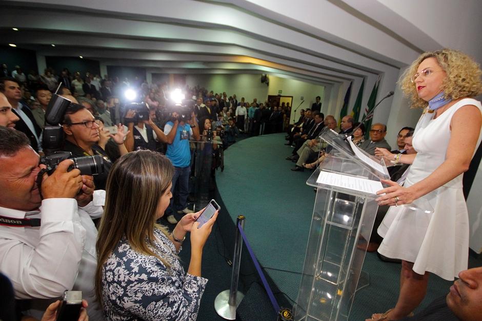 Em despedida, Ana Carla diz que 'Goiás venceu a crise pela força do governador'