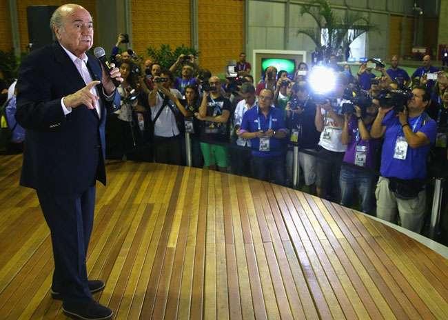 Blatter diz que Brasil sente pressão por jogar em casa