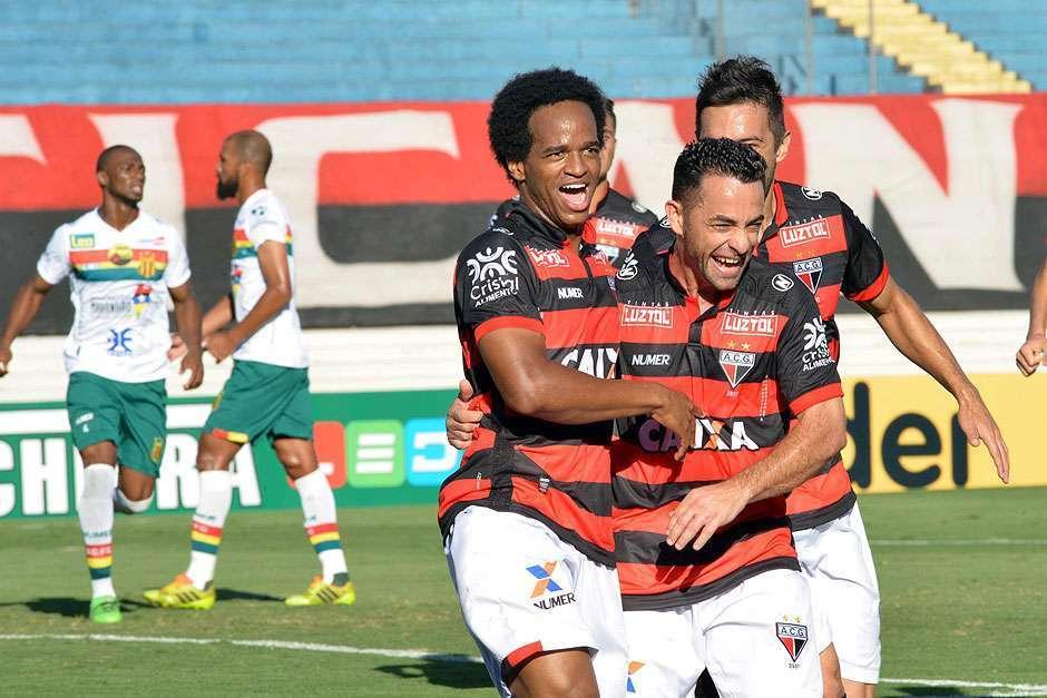 Atlético-GO goleia Sampaio Corrêa e abre vantagem no G4