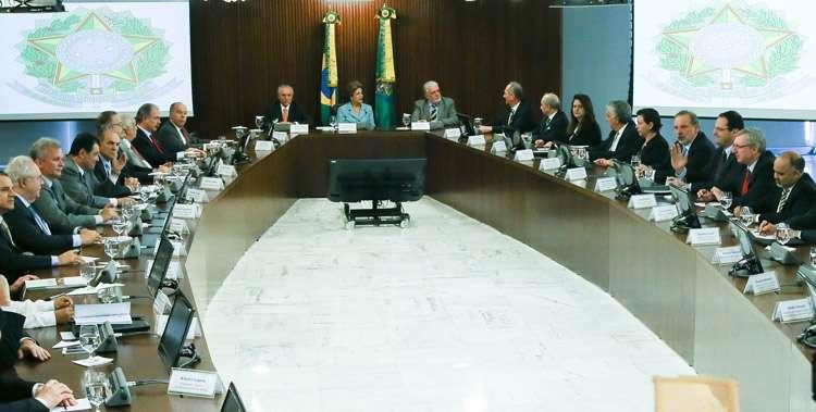 Dilma pede unidade na equipe e atuação junto às bancadas no Legislativo