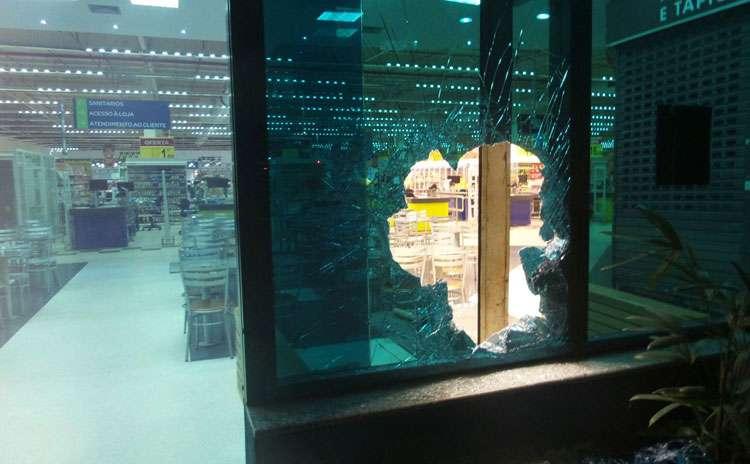 Homem é preso após furtar relógios e anéis em relojoaria de supermercado
