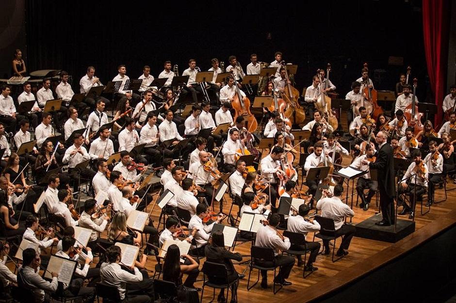 Filarmônica de Goiás faz concerto de natal no Passeio das Águas Shopping