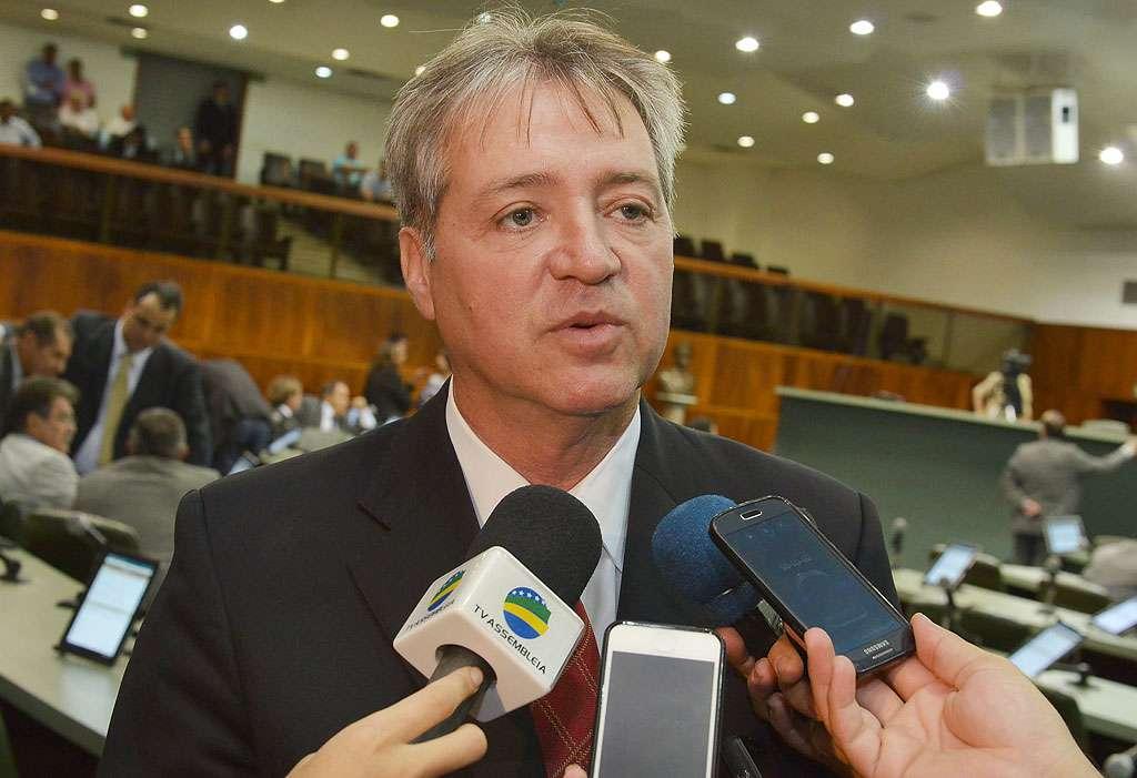 Ex-presidente da Assembléia Legislativa de Goiás é acionado por improbidade