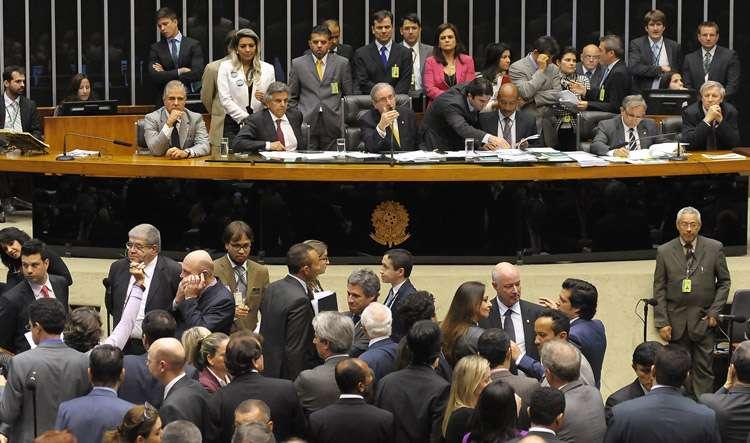 Congresso decide manter veto de Dilma ao financiamento empresarial de campanhas