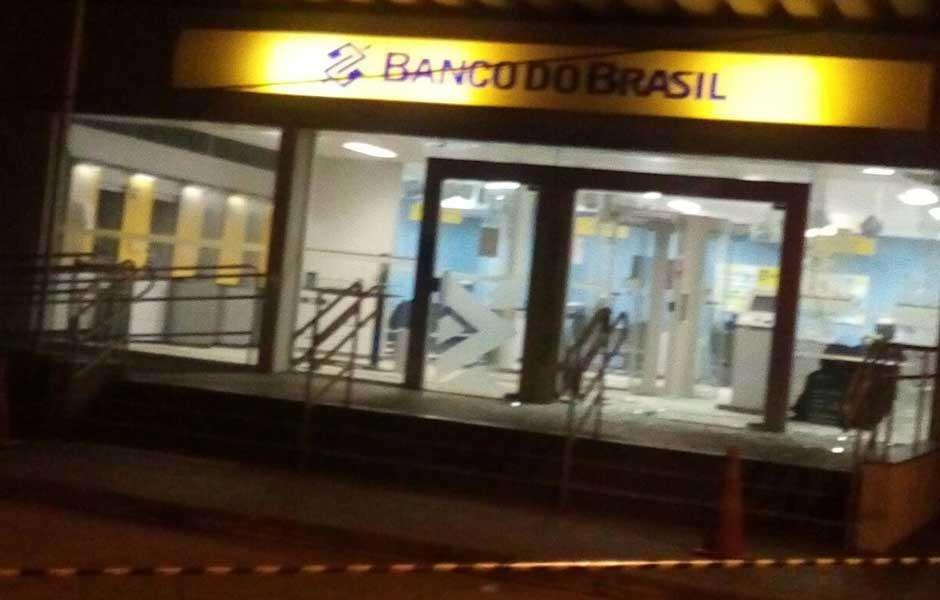Fazenda Nova: Bandidos invadem agência bancária e explodem caixas eletrônicos