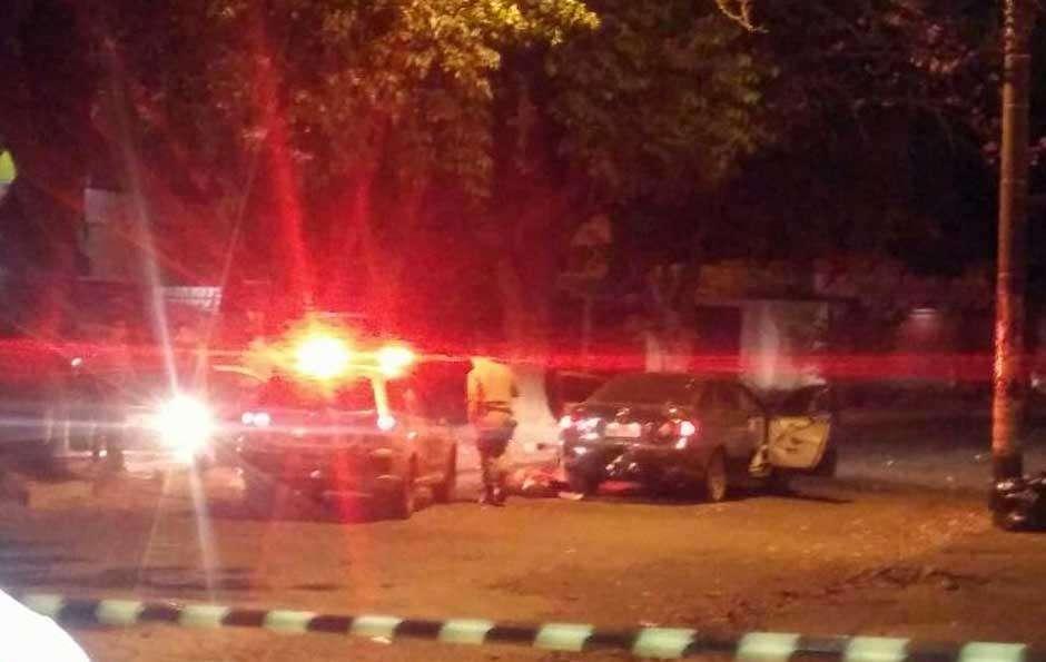 Após roubarem um carro, dois bandidos morrem em troca de tiros com a Polícia Militar
