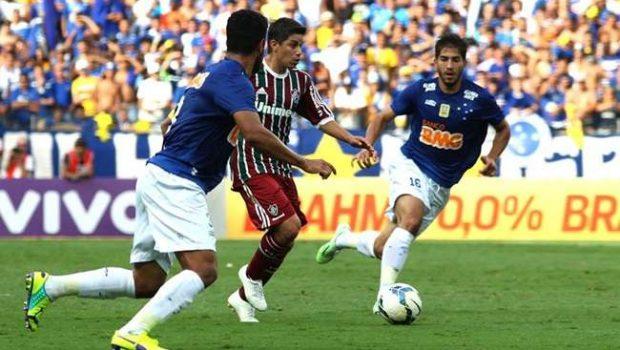 No jogo da festa, Cruzeiro vence o Flu e bate recorde