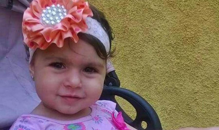 Menina de 2 anos morre após ser atingida por bala perdida no Rio