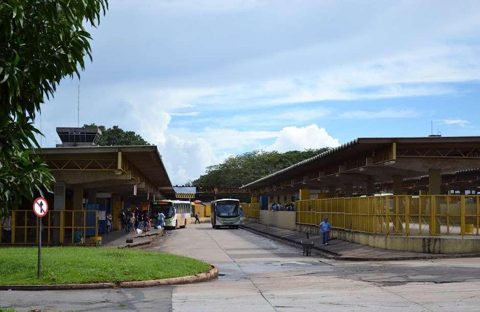 Passageiro é baleado por motorista de ônibus em Goiânia